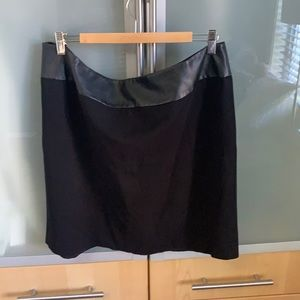 Black skirt with simili leather